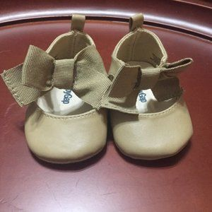 Baby Gap girl bow shoes 0-3 months